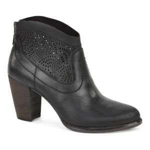 UGG Charlotte Seaweed Perforated Ankle Boots. 7.5